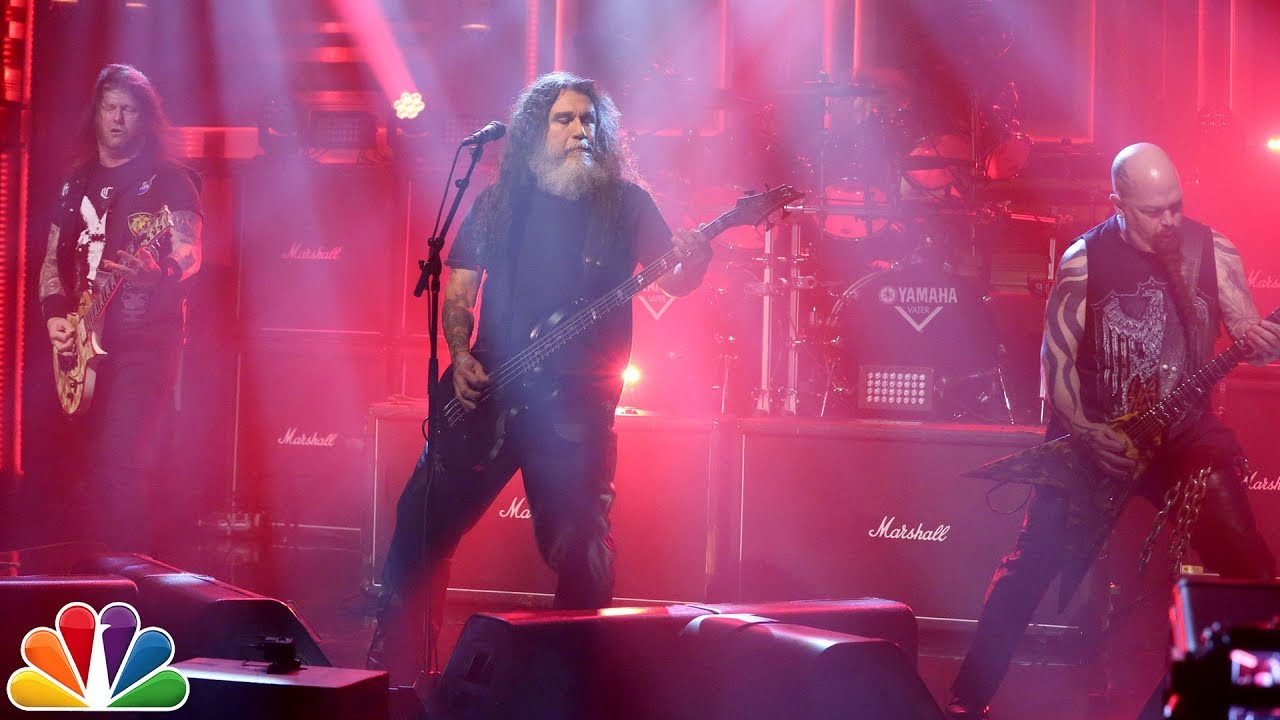 Tom+Araya%2C+middle%2C+and+company+%28aka+Slayer%29+thrash+away+on+The+Tonight+Show+with+Jimmy+Fallon.